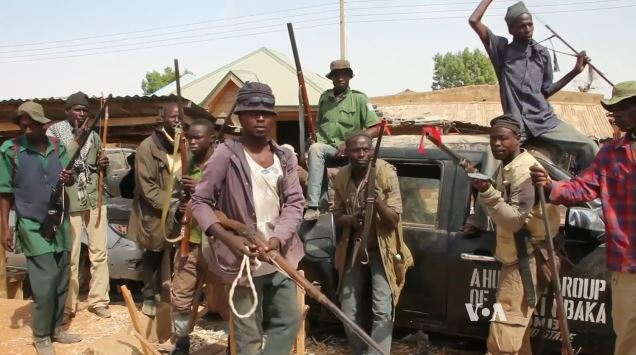 Milice d'autodéfense Nigeria. Photo: VOA