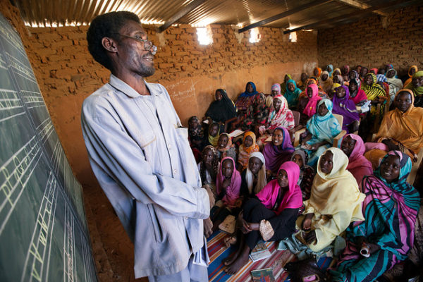 UNAMID Police Facilitates English Classes for Displaced Women Women in Abu Shouk Camp for internally displaced persons (IDPs) near El Fasher. UN Photo/Albert González Farran