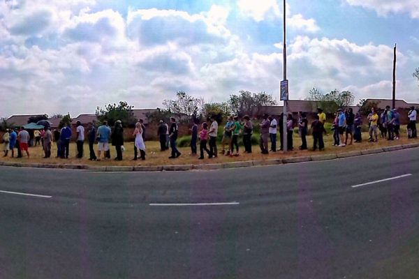A voting queue in South Africa, 2014. Photo: Leo za1 / © Rute Martins of Leoa's Photography