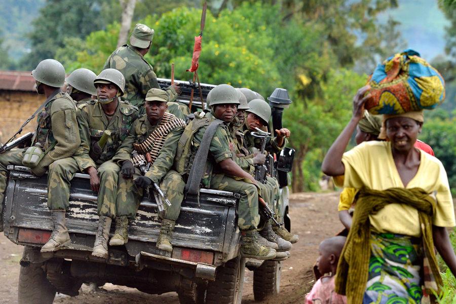 DRC militia patrol 900x600