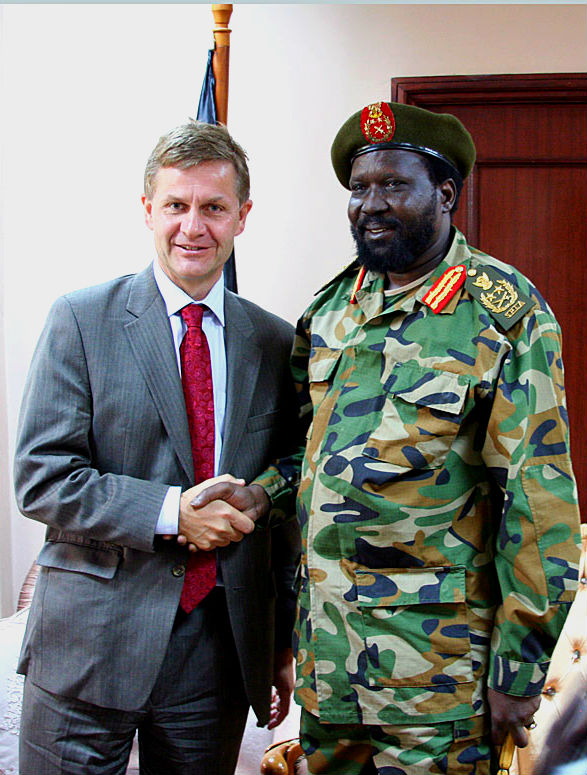 Erik Solheim, Norwegian Minister of the Environment and International Development, and Salva Kiir, President of South Sudan and Vicepresident of Sudan, during a visit to Sudan in 2009. Photo: Stein Ove Korneliussen.
