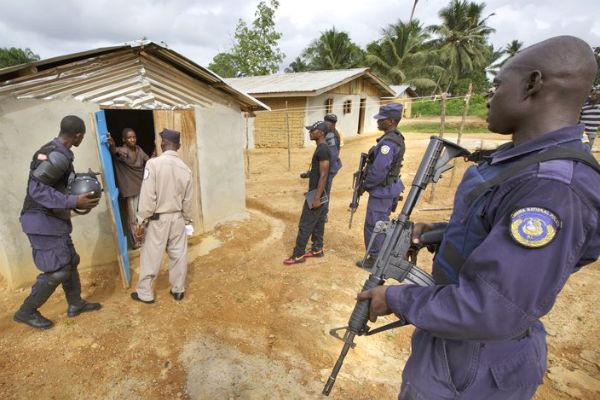 Liberia National Police (Photo: Kuni Takahashi)