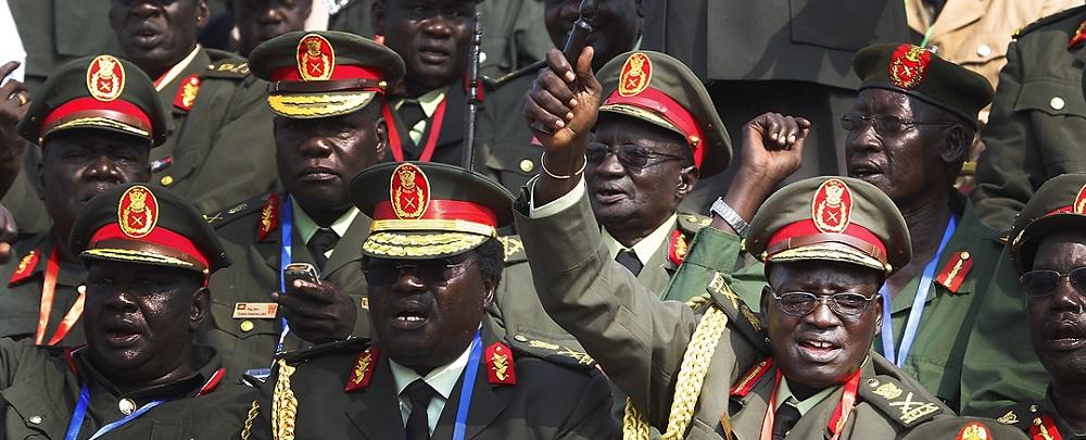 جنرالات من جيش جنوب السودان يحتفلون خلال مراسيم يوم الإستقلال الرسمي (تصوير: ستيف إيفانز)