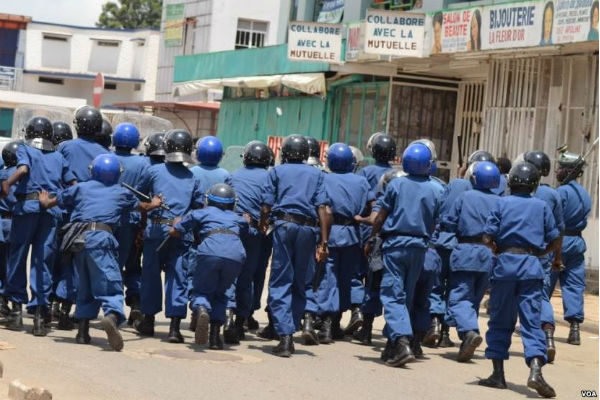 Burundi police (Photo: VOA)