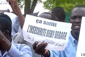 A sign demanding Idriss Déby step down.