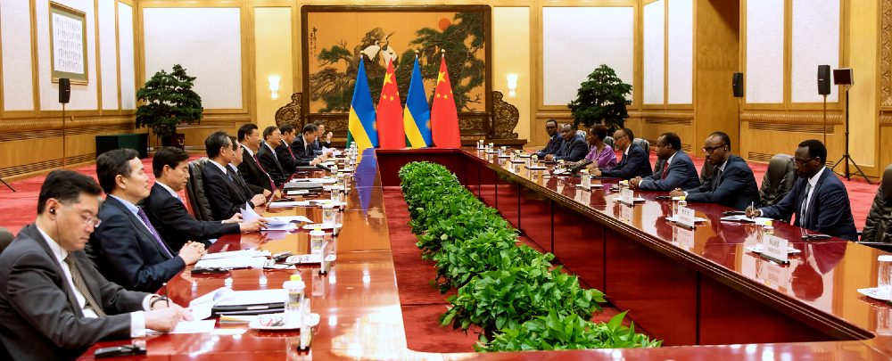 A meeting between Chinese and Rwandan delegations at FOCAC in 2018.