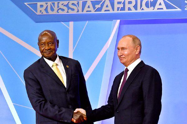 Vladimir Putin with Ugandan President Yoweri Museveni